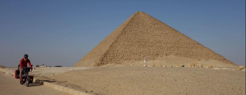 赤のピラミッド1.JPG